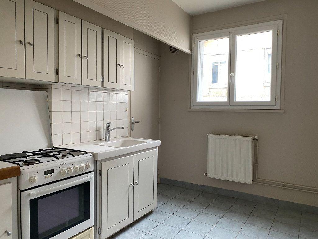 Appartement à louer 3 55.13m2 à Tours vignette-1