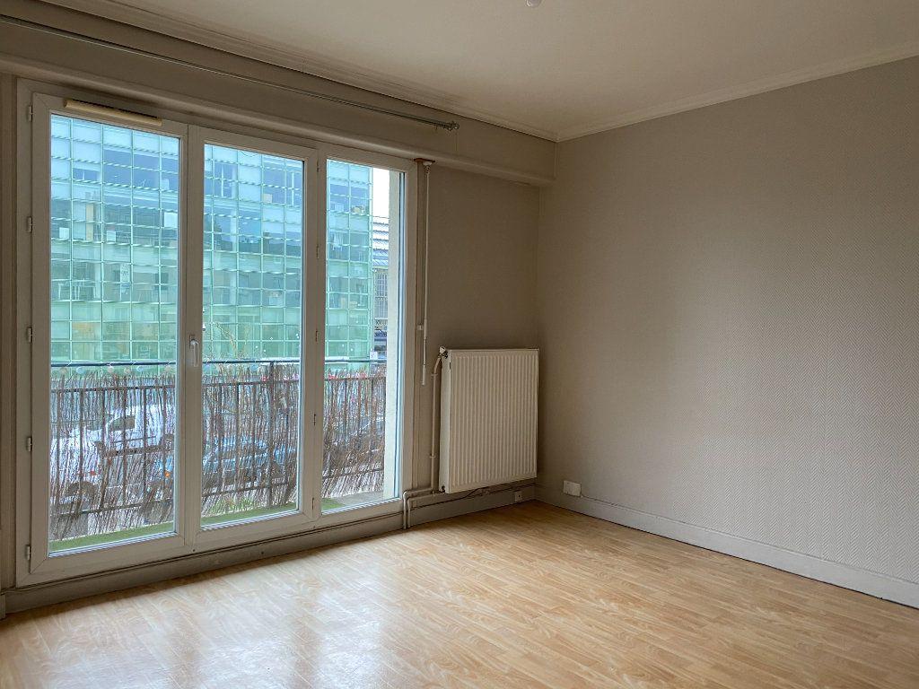 Appartement à louer 3 55.13m2 à Tours vignette-2