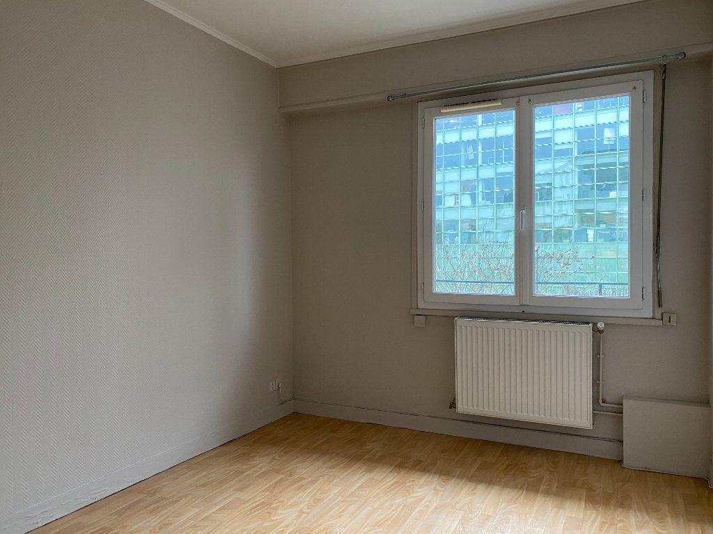 Appartement à louer 3 55.13m2 à Tours vignette-3