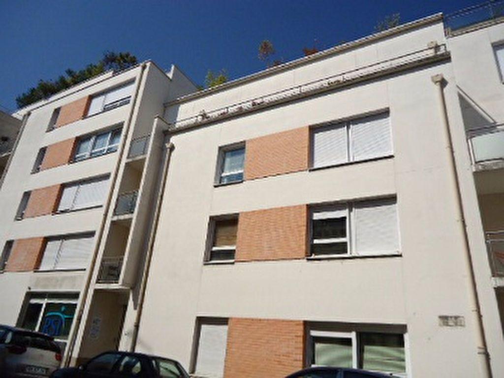 Appartement à louer 5 123m2 à Tours vignette-1