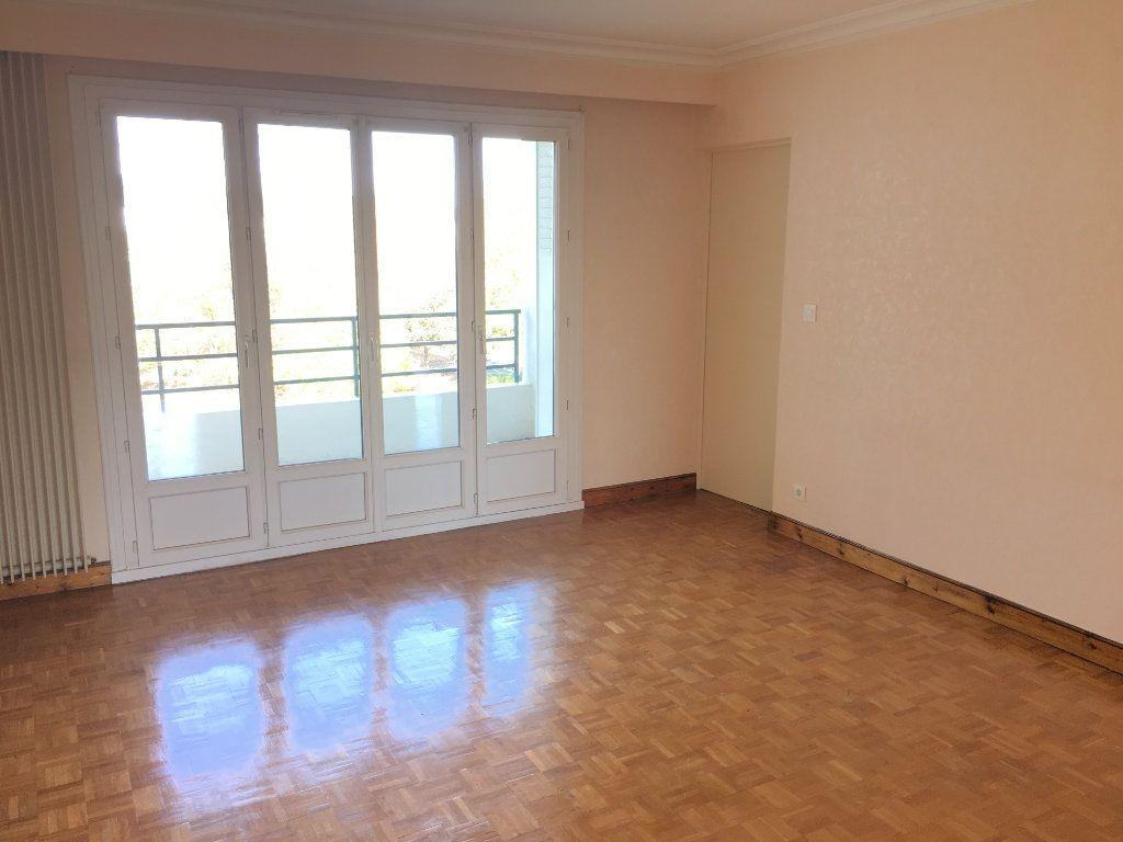 Appartement à louer 5 99.22m2 à Tours vignette-2
