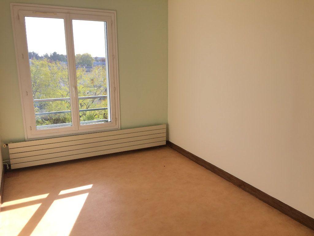 Appartement à louer 5 99.22m2 à Tours vignette-6
