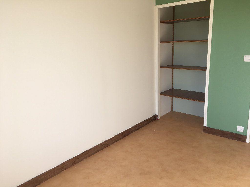 Appartement à louer 5 99.22m2 à Tours vignette-7