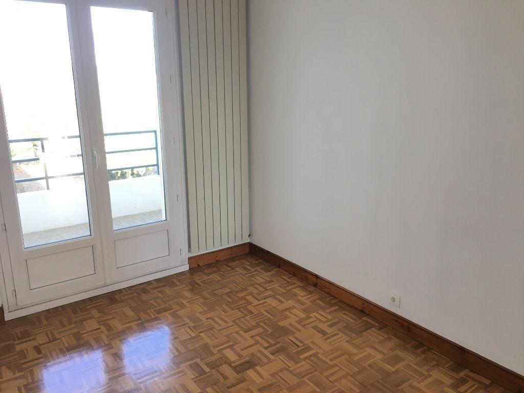 Appartement à louer 5 99.22m2 à Tours vignette-8