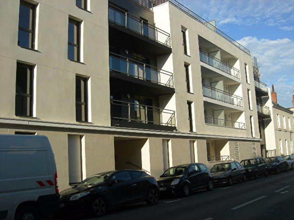 Appartement à louer 3 70.52m2 à Tours vignette-1