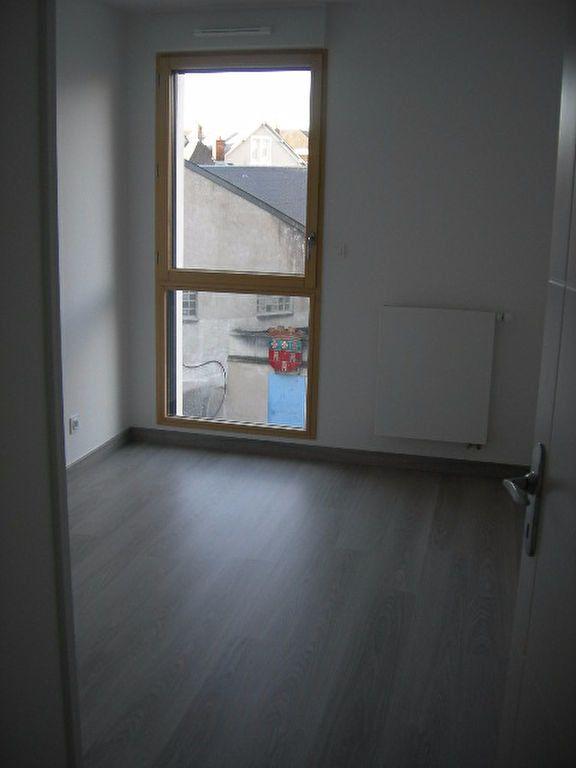 Appartement à louer 3 70.52m2 à Tours vignette-6