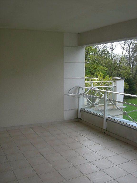 Appartement à louer 3 62.5m2 à Chambray-lès-Tours vignette-1