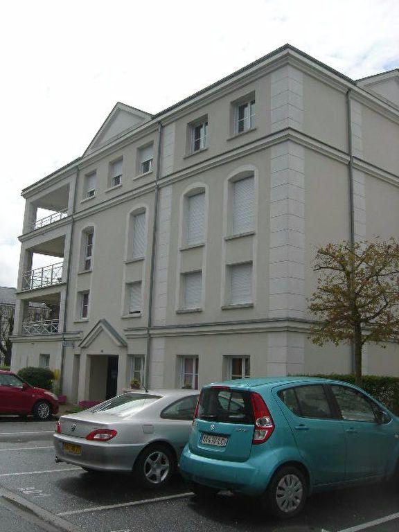 Appartement à louer 3 62.5m2 à Chambray-lès-Tours vignette-3