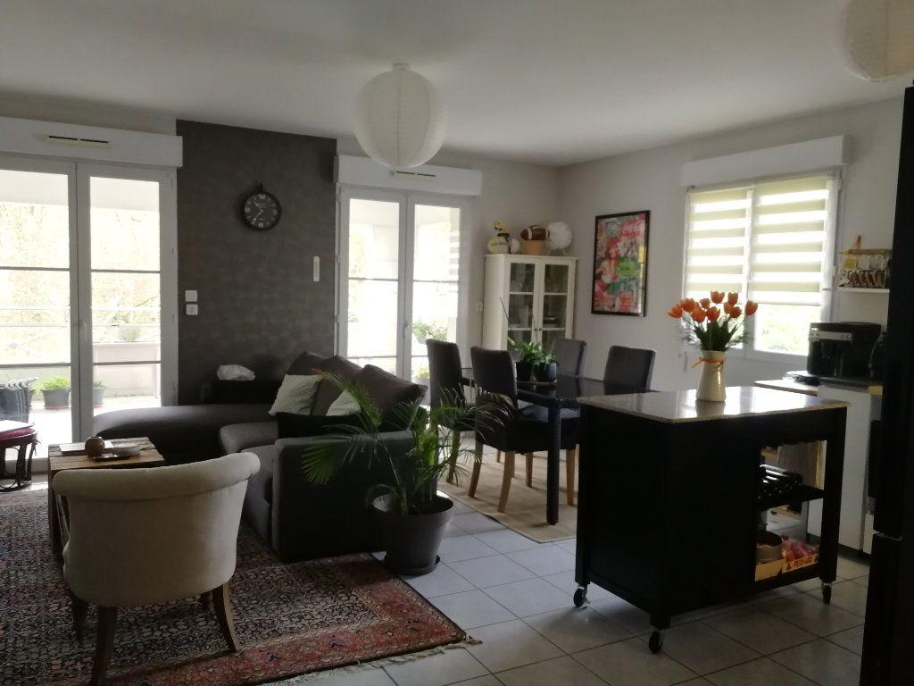 Appartement à louer 3 62.5m2 à Chambray-lès-Tours vignette-4