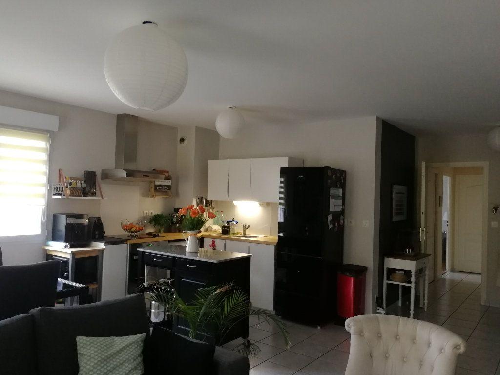 Appartement à louer 3 62.5m2 à Chambray-lès-Tours vignette-6
