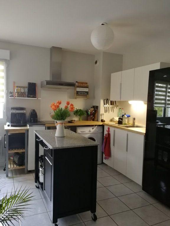 Appartement à louer 3 62.5m2 à Chambray-lès-Tours vignette-7