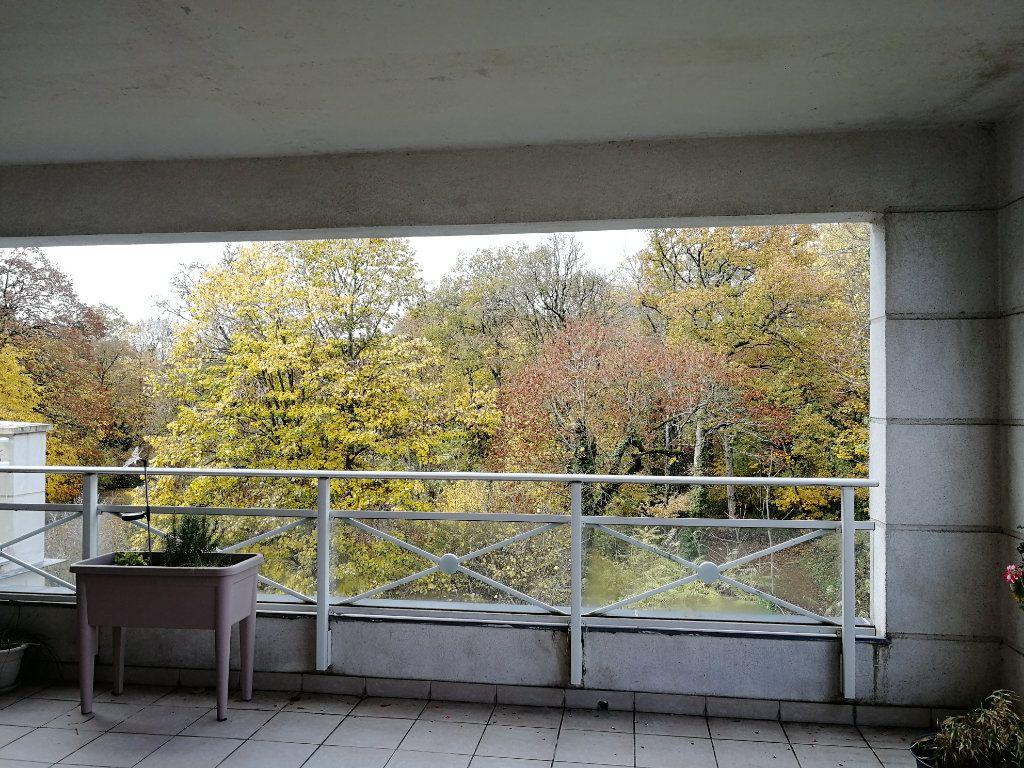 Appartement à louer 3 62.5m2 à Chambray-lès-Tours vignette-8