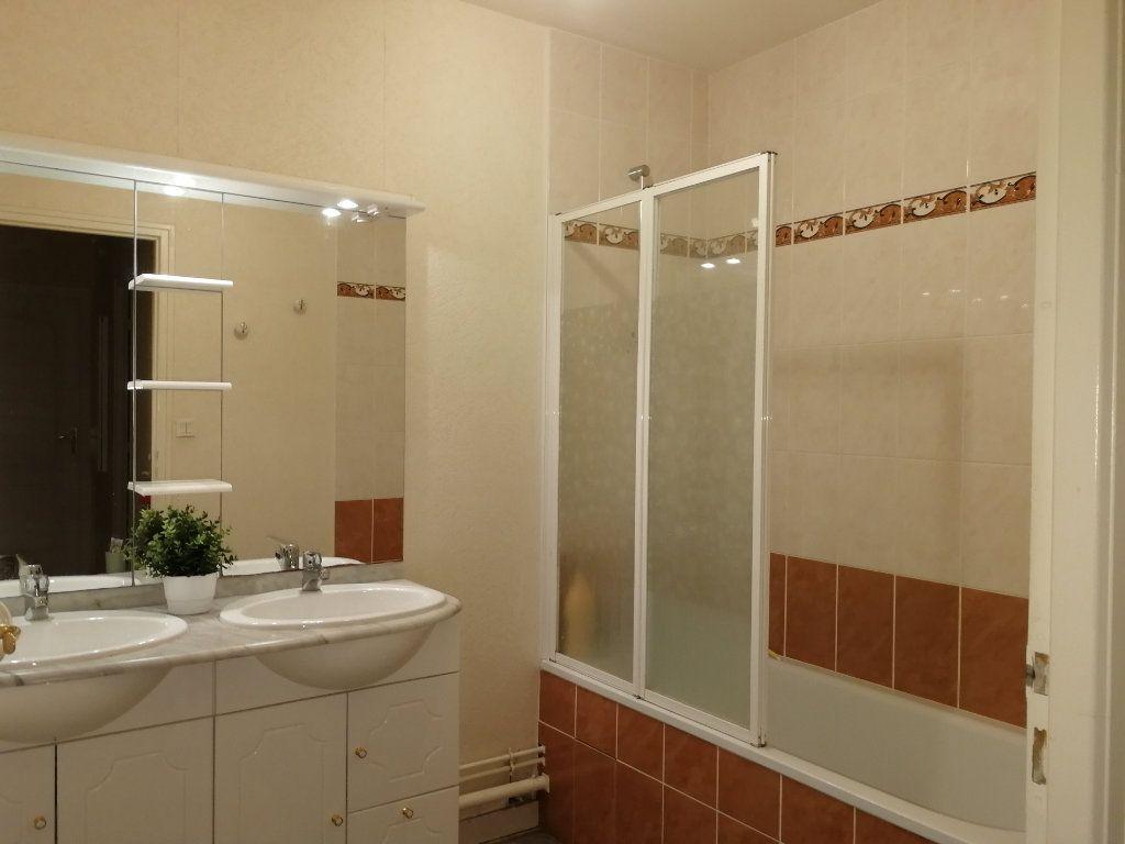 Appartement à louer 3 62.5m2 à Chambray-lès-Tours vignette-11