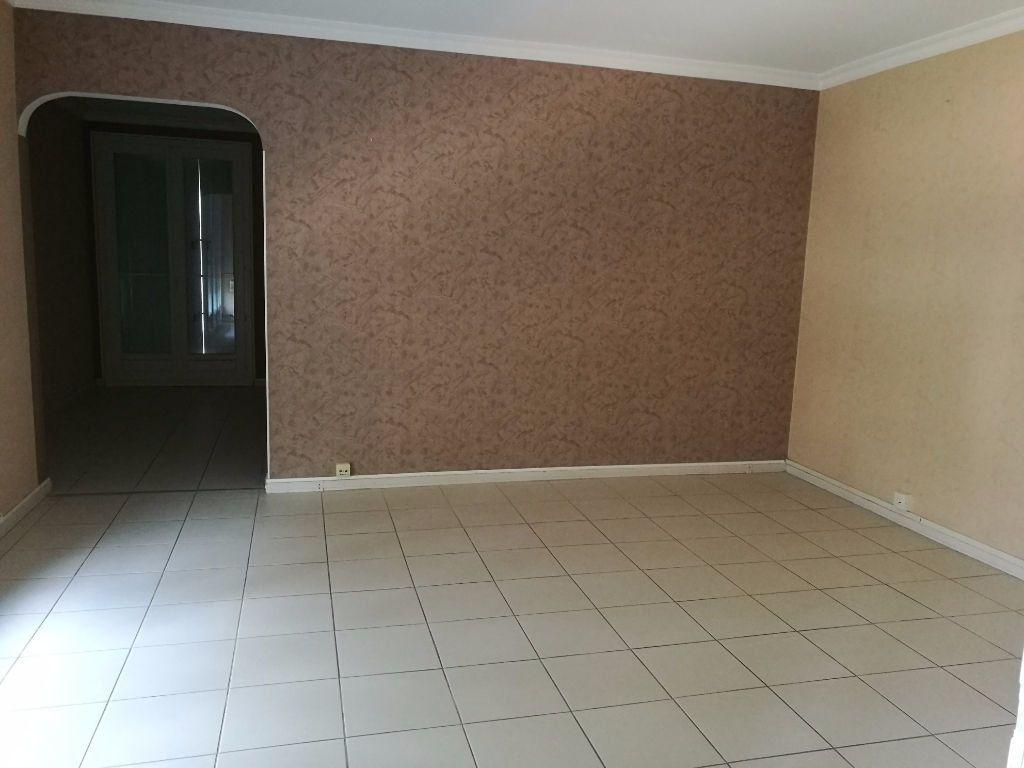 Appartement à louer 4 79.09m2 à Tours vignette-4