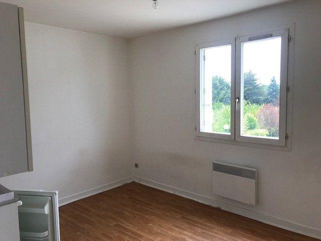 Appartement à louer 1 17.86m2 à Joué-lès-Tours vignette-3