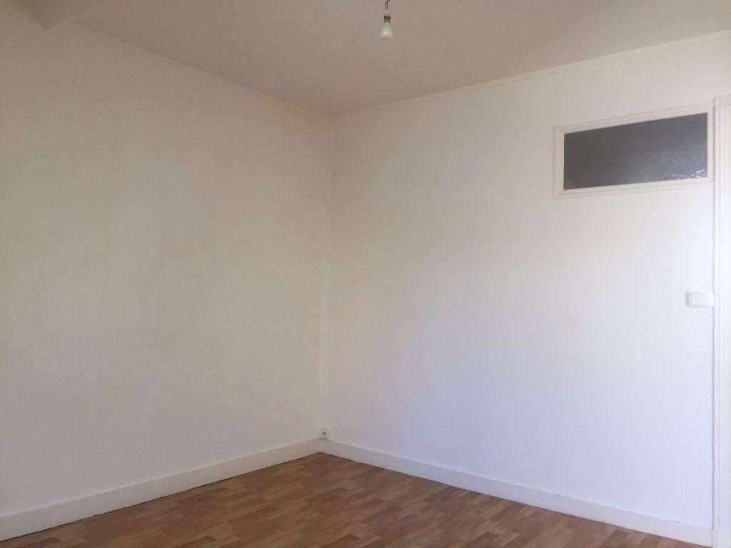 Appartement à louer 2 30.74m2 à Tours vignette-4