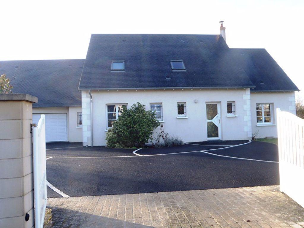 Maison à louer 7 160m2 à Saint-Cyr-sur-Loire vignette-1