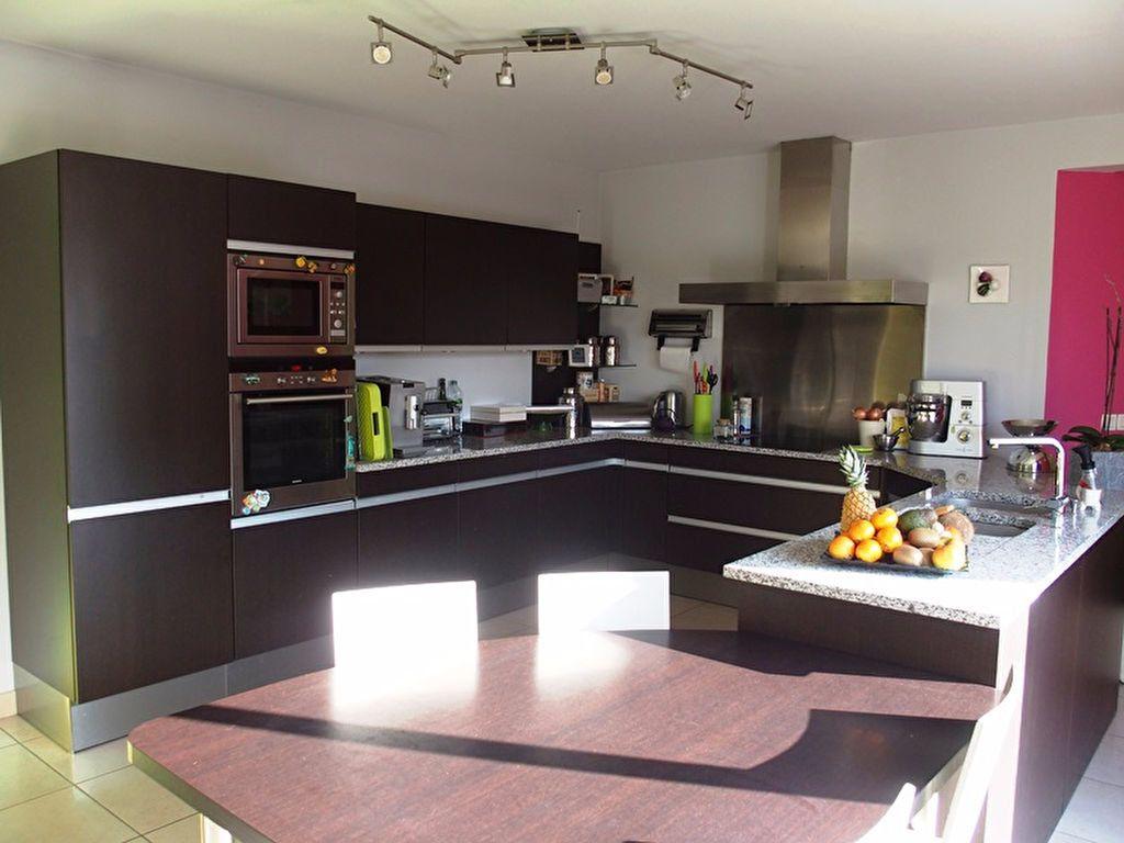 Maison à louer 7 160m2 à Saint-Cyr-sur-Loire vignette-6