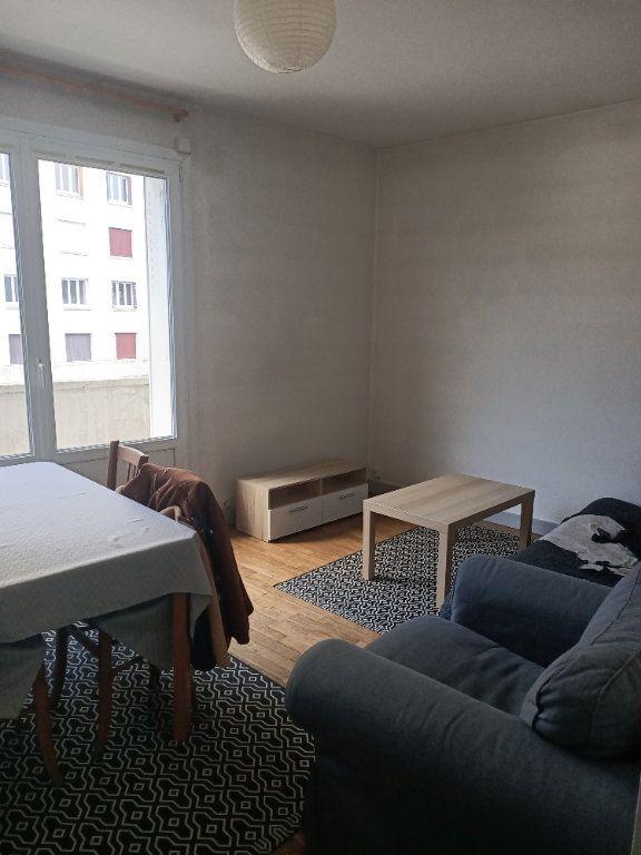 Appartement à louer 3 57.3m2 à Tours vignette-3