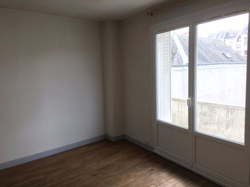 Appartement à louer 3 57.3m2 à Tours vignette-5