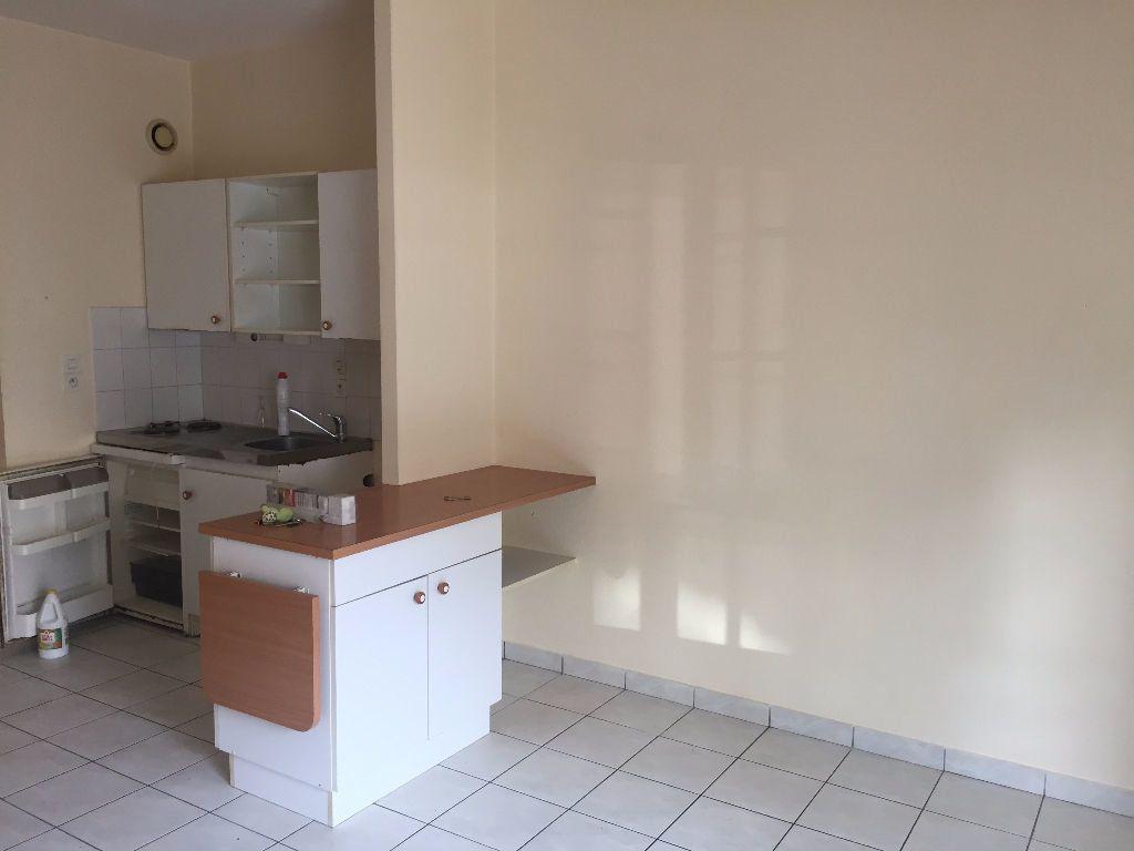 Appartement à louer 3 50.68m2 à Vernou-sur-Brenne vignette-1