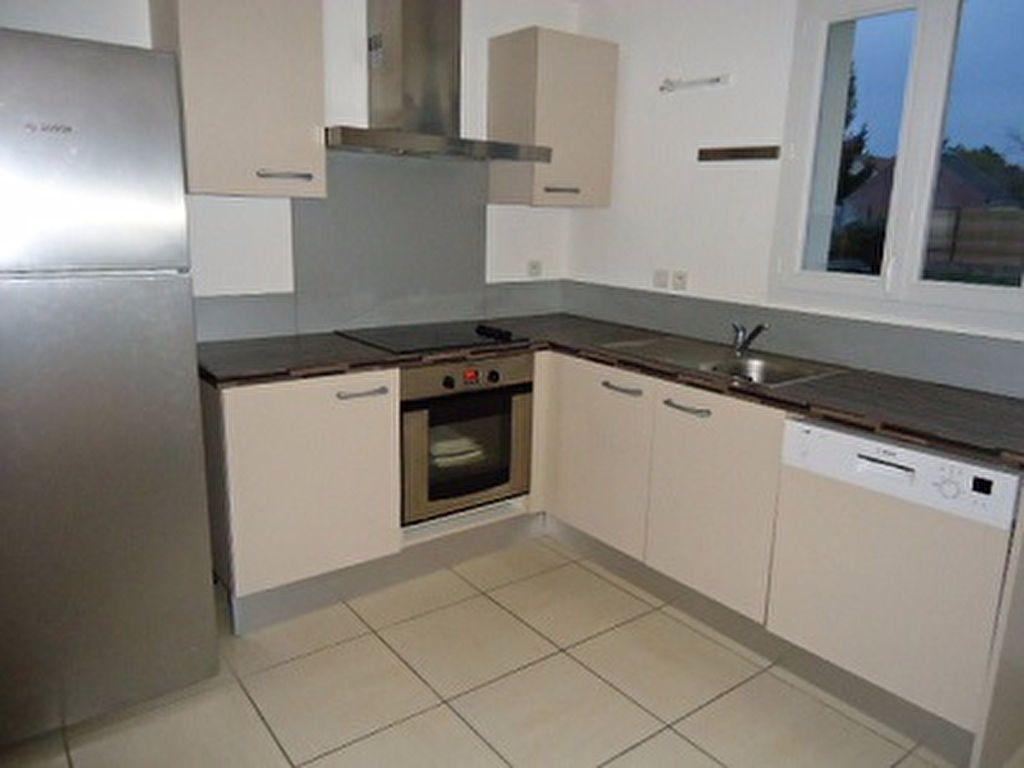 Maison à louer 7 137.31m2 à Saint-Cyr-sur-Loire vignette-10
