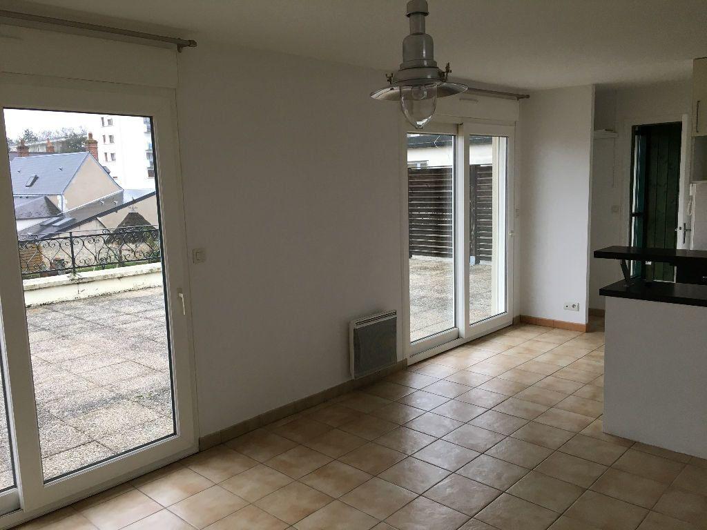 Appartement à louer 2 52.45m2 à Saint-Cyr-sur-Loire vignette-1