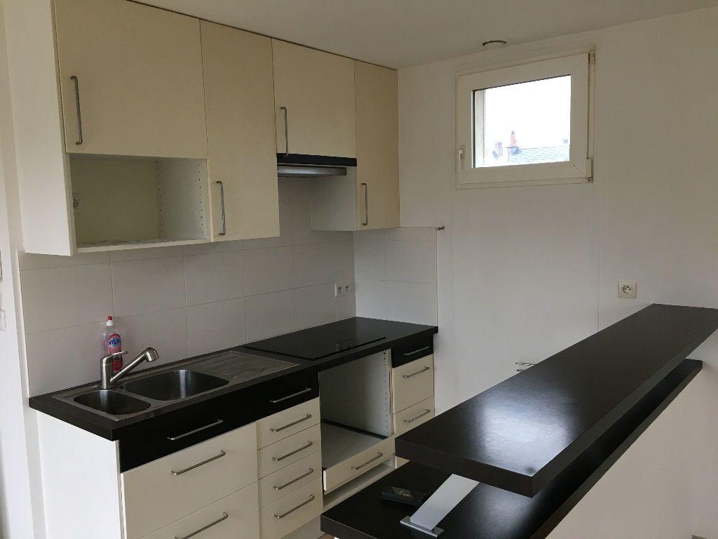 Appartement à louer 2 52.45m2 à Saint-Cyr-sur-Loire vignette-2
