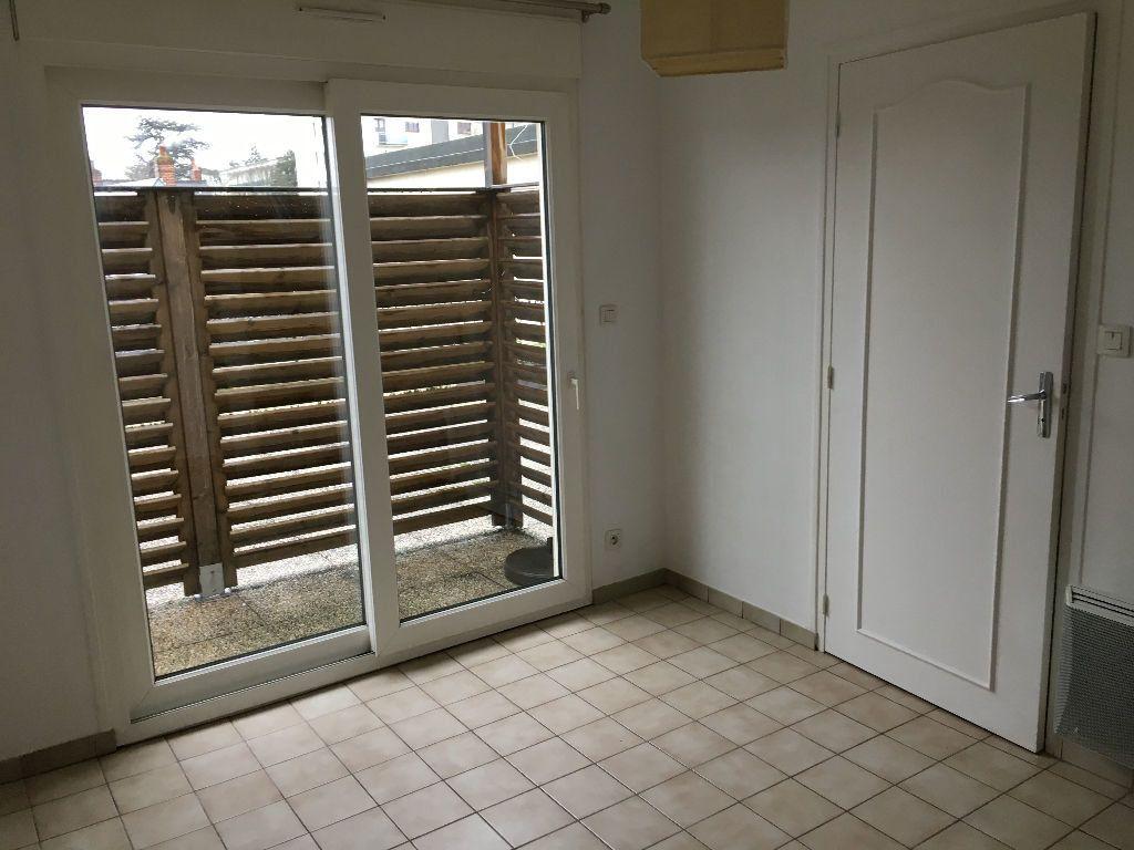 Appartement à louer 2 52.45m2 à Saint-Cyr-sur-Loire vignette-3