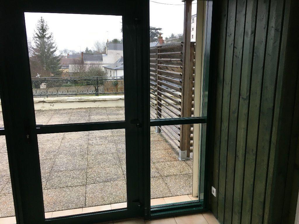 Appartement à louer 2 52.45m2 à Saint-Cyr-sur-Loire vignette-5