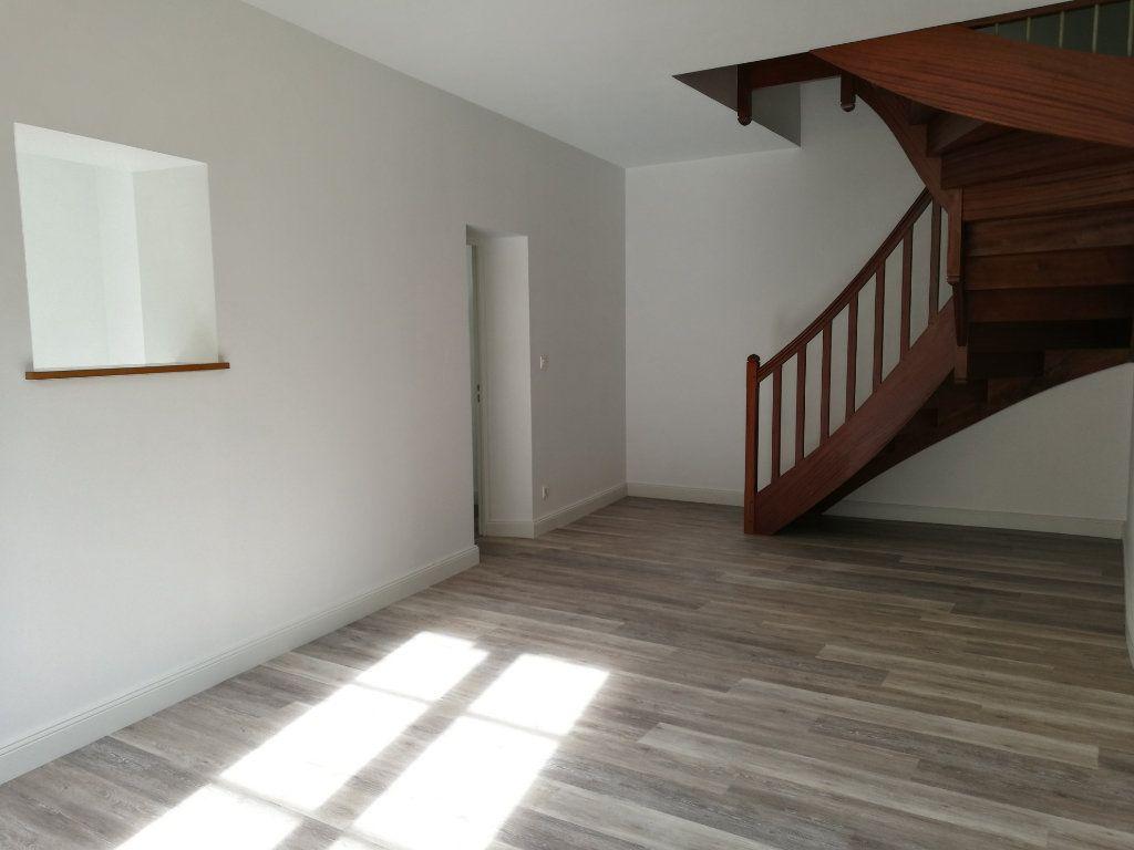 Appartement à louer 3 72.5m2 à Tours vignette-2