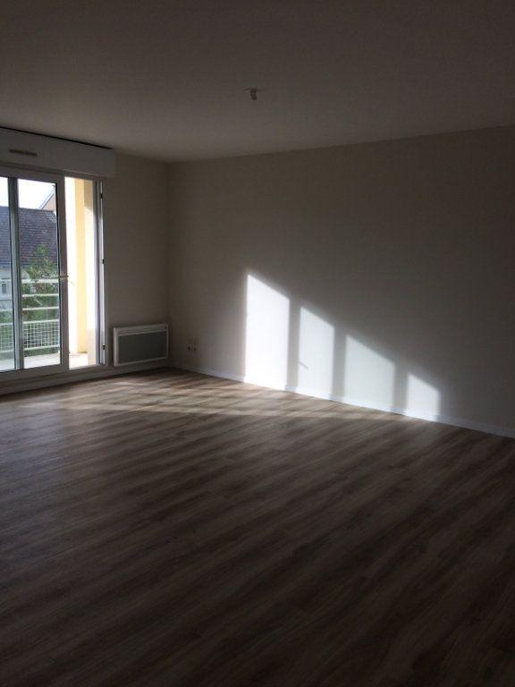 Appartement à louer 3 74.11m2 à Saint-Cyr-sur-Loire vignette-1