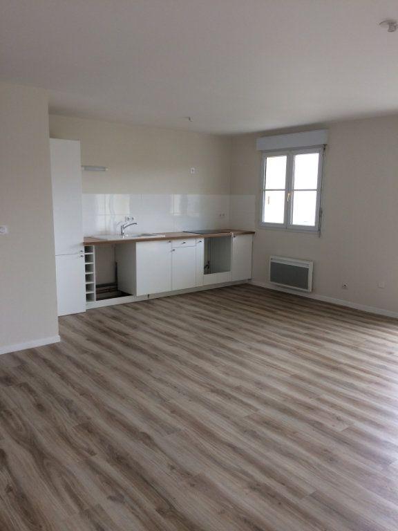 Appartement à louer 3 74.11m2 à Saint-Cyr-sur-Loire vignette-2