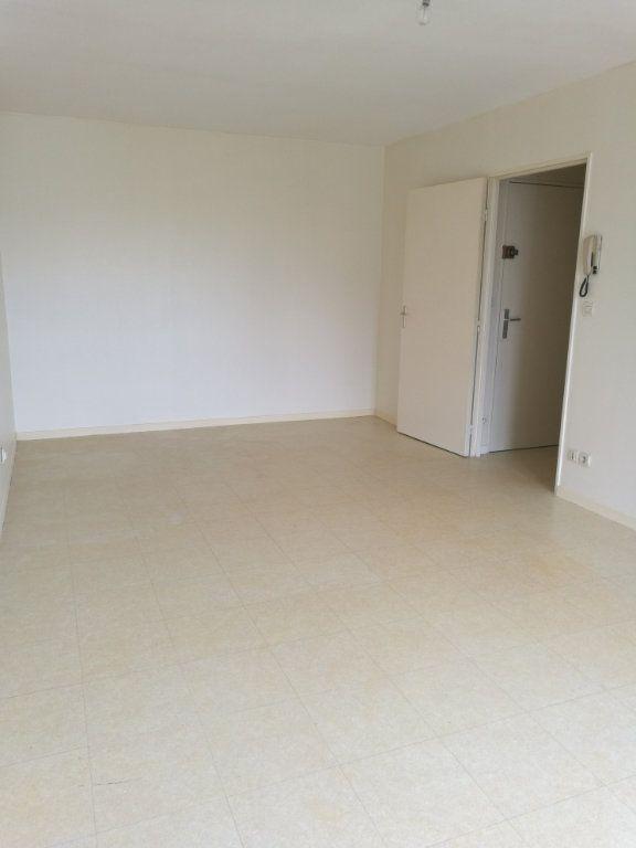 Appartement à louer 1 29.01m2 à Saint-Cyr-sur-Loire vignette-2