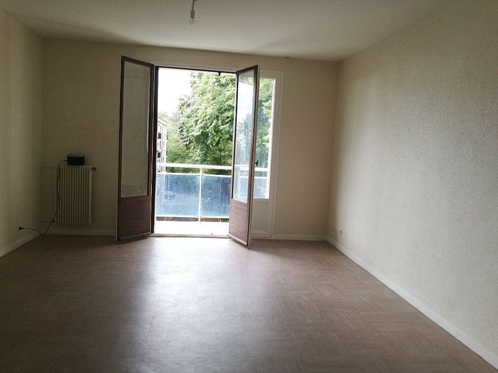 Appartement à louer 1 39m2 à Saint-Cyr-sur-Loire vignette-1