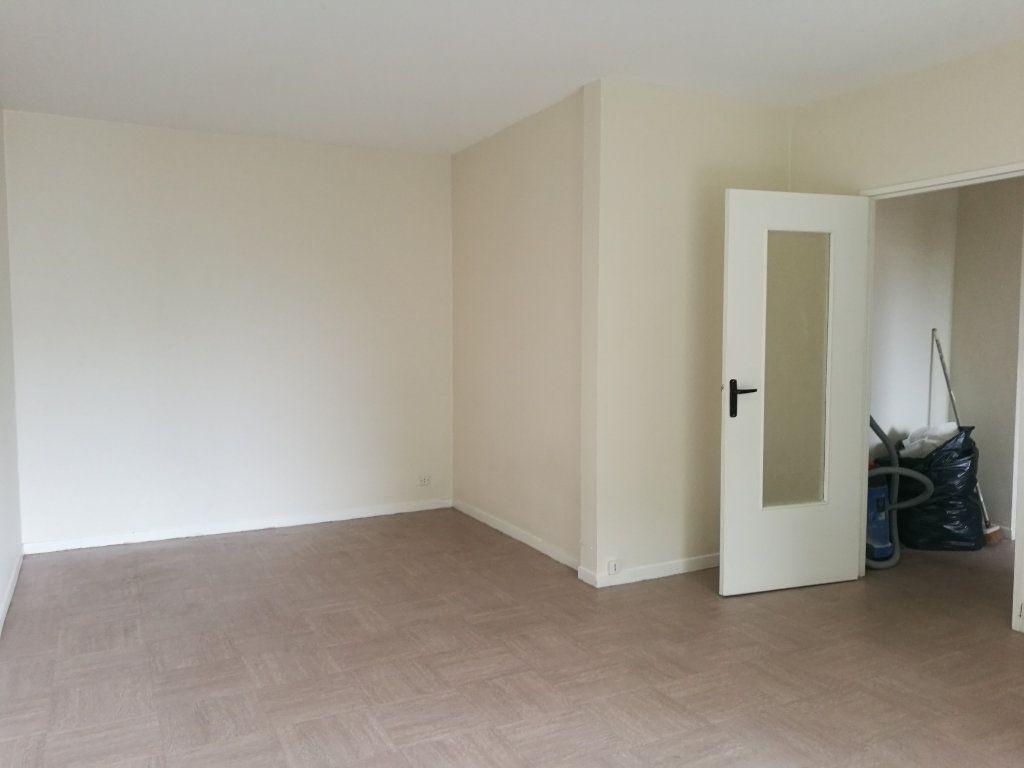 Appartement à louer 1 39m2 à Saint-Cyr-sur-Loire vignette-2
