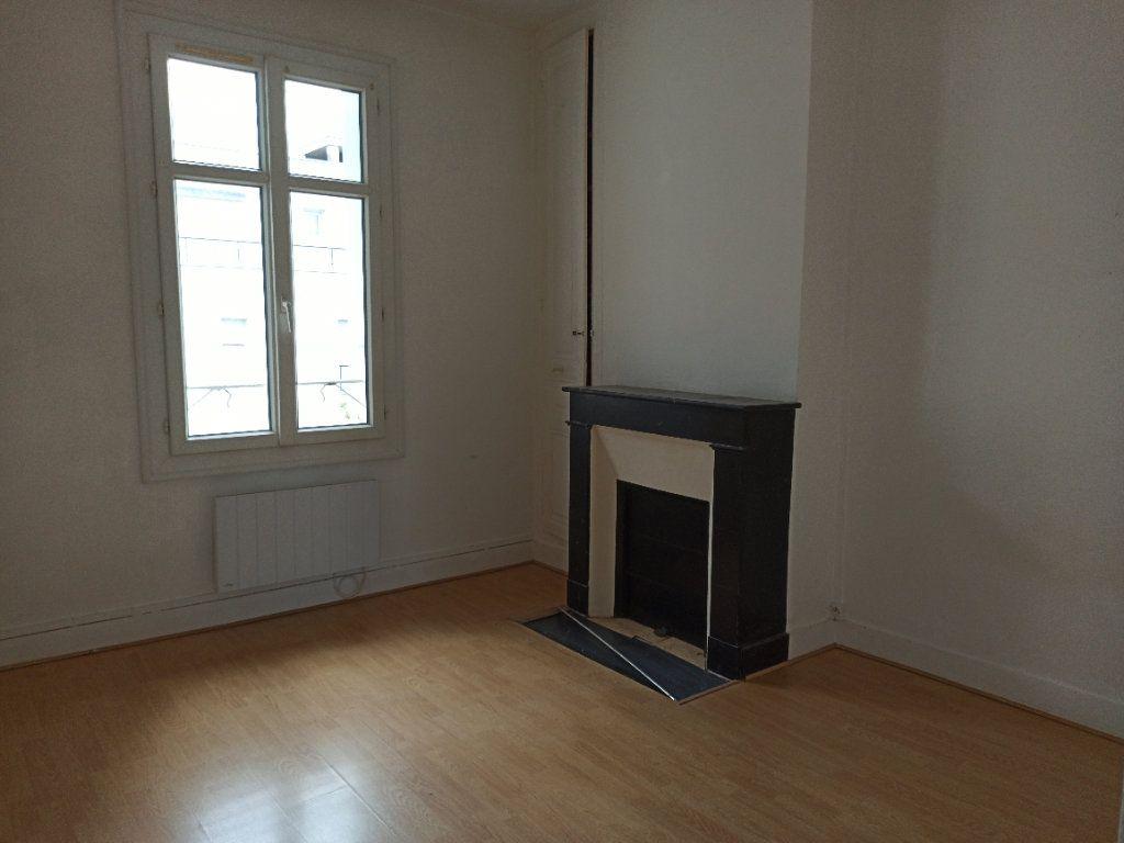Appartement à louer 2 30.59m2 à Tours vignette-1