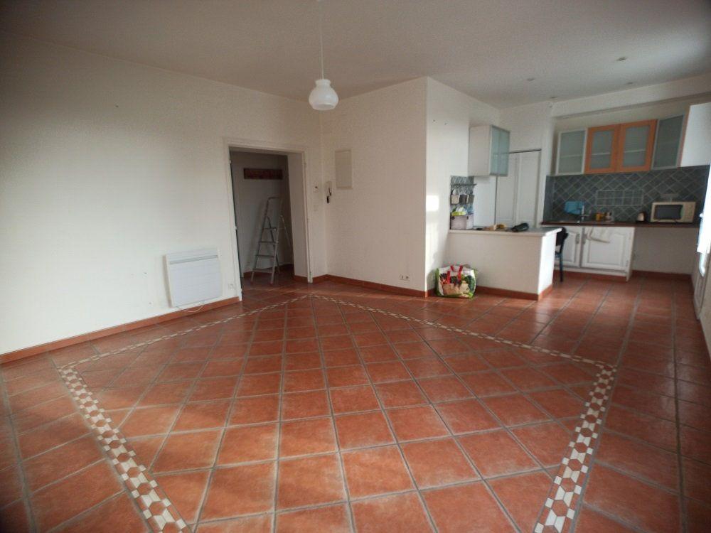 Appartement à louer 3 57.08m2 à Saint-Pierre-des-Corps vignette-1