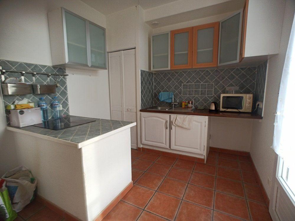 Appartement à louer 3 57.08m2 à Saint-Pierre-des-Corps vignette-2