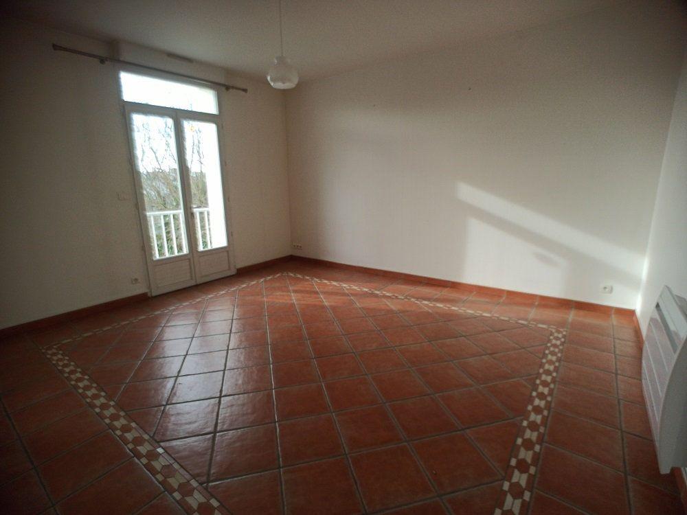Appartement à louer 3 57.08m2 à Saint-Pierre-des-Corps vignette-3