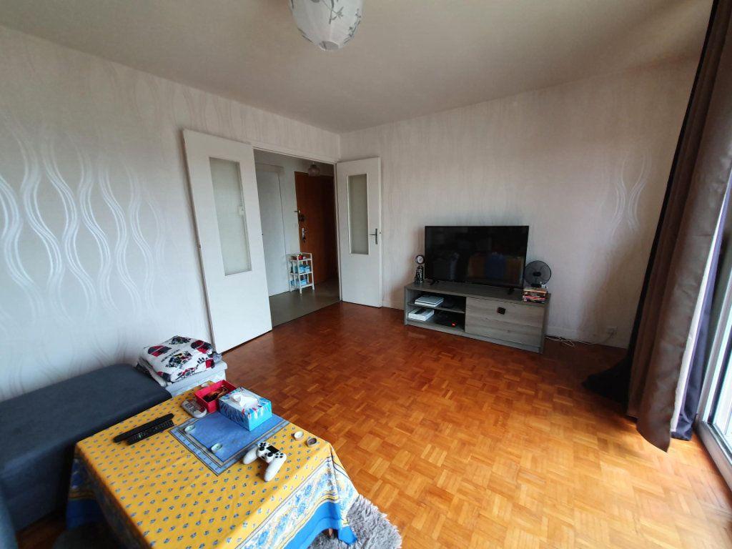 Appartement à louer 3 65.14m2 à Tours vignette-2