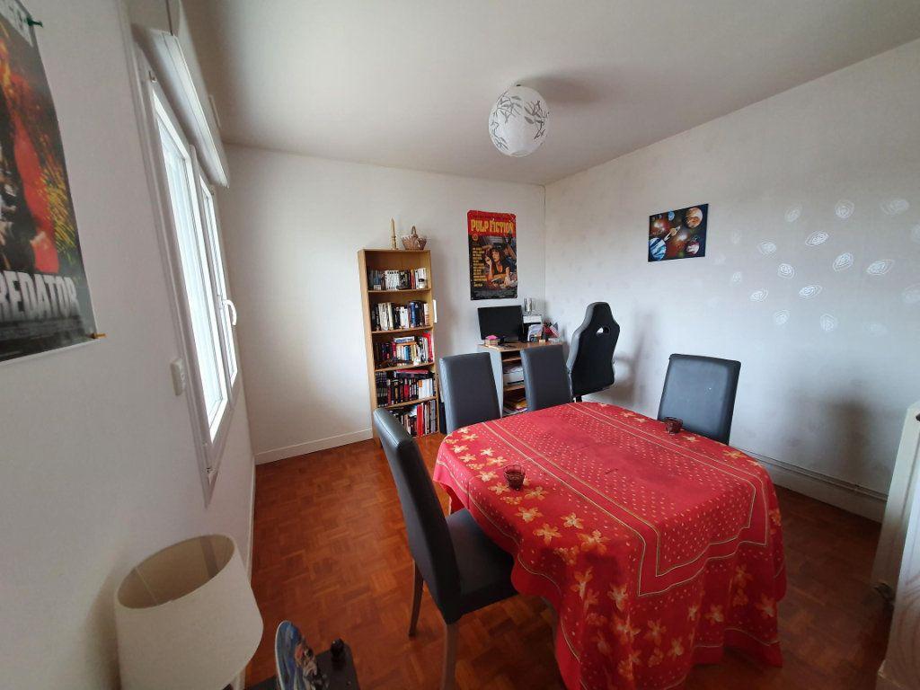 Appartement à louer 3 65.14m2 à Tours vignette-3