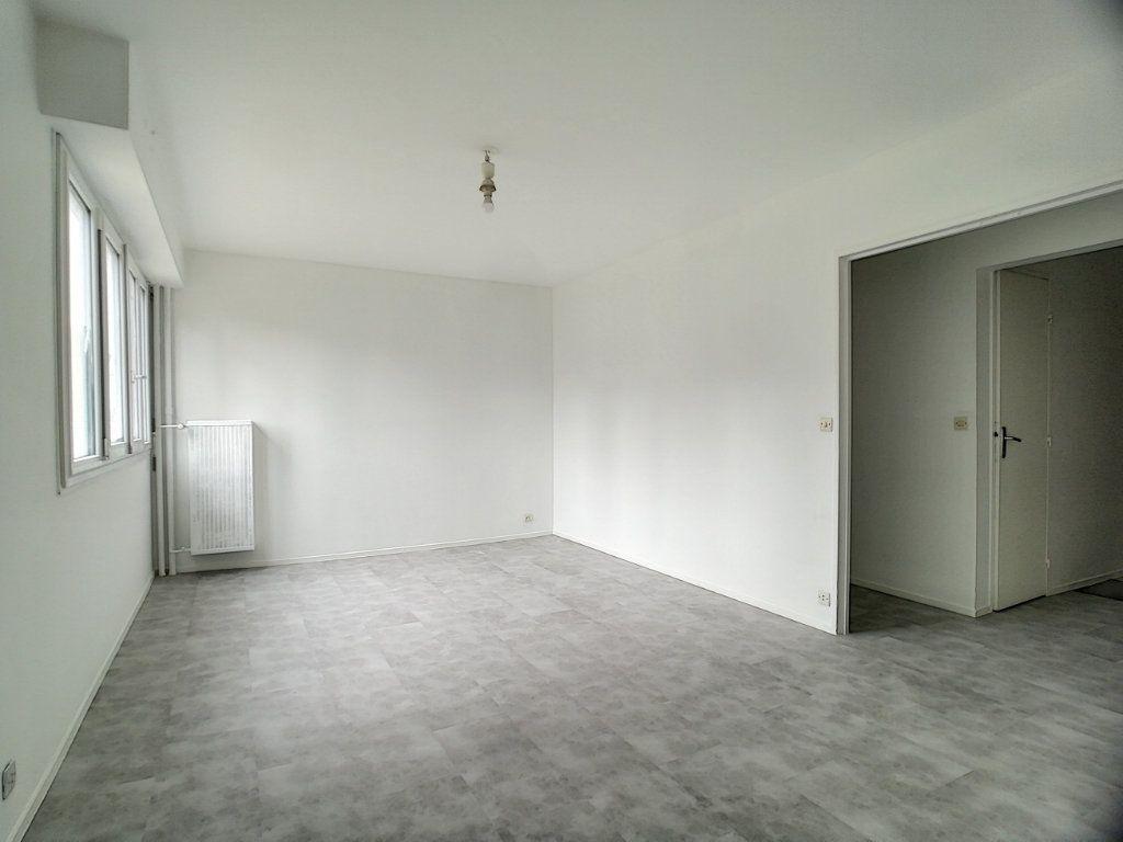 Appartement à vendre 3 66.18m2 à Tours vignette-1