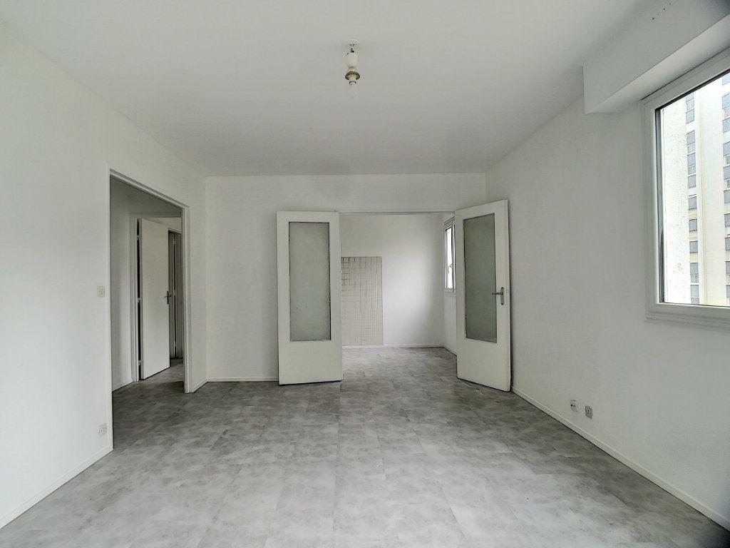 Appartement à vendre 3 66.18m2 à Tours vignette-2