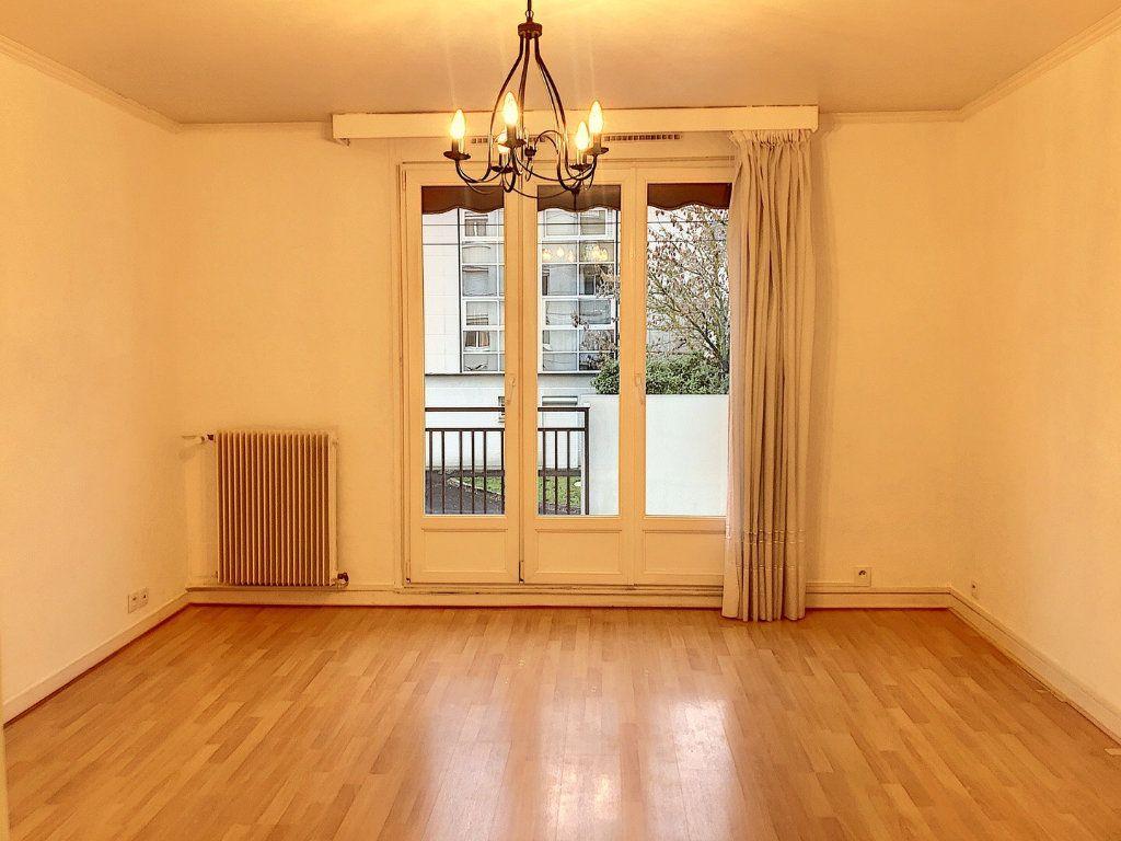 Appartement à louer 3 59.29m2 à Tours vignette-1