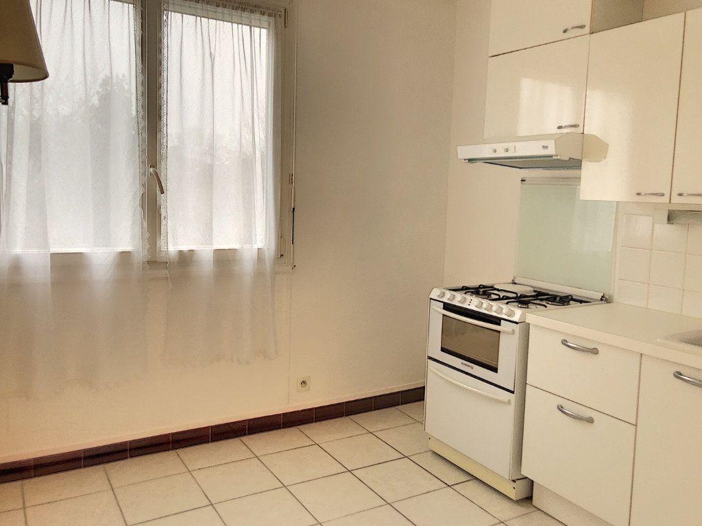 Appartement à louer 3 59.29m2 à Tours vignette-3