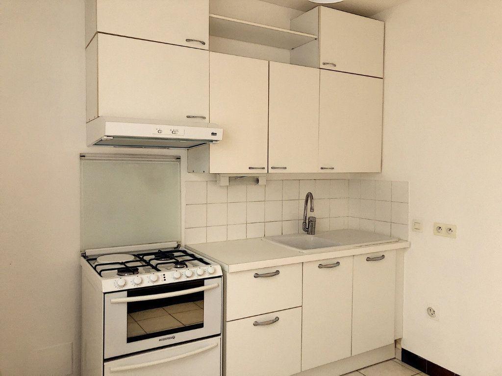 Appartement à louer 3 59.29m2 à Tours vignette-5