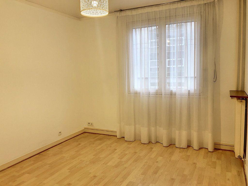 Appartement à louer 3 59.29m2 à Tours vignette-6