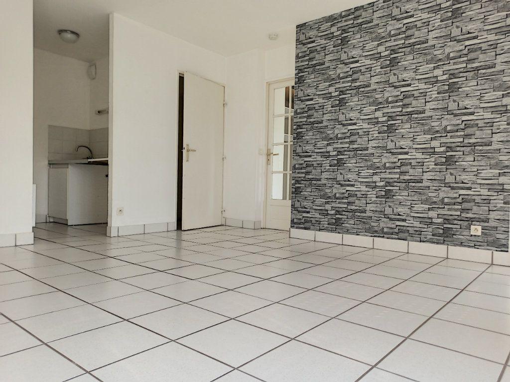 Appartement à louer 2 41.6m2 à Tours vignette-1