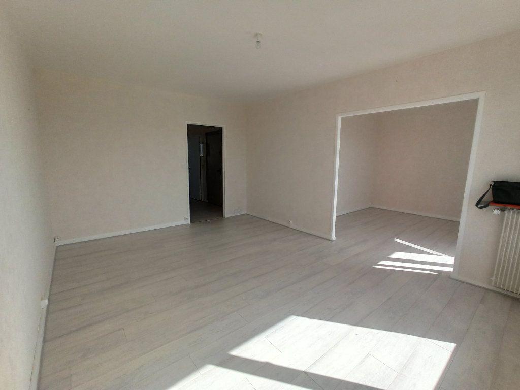 Appartement à louer 4 73.21m2 à Tours vignette-3